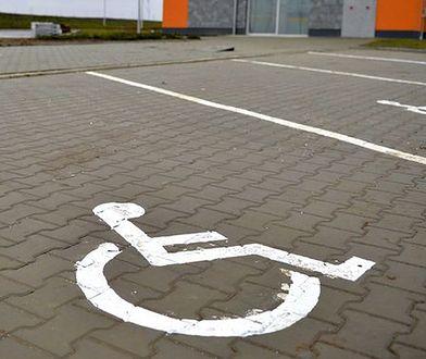 Powstaje baza miejsc parkingowych dla niepełnosprawnych