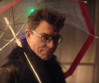 """Mirosław Zbrojewicz wystąpił w spejcjalnej reklamie serialu Netfliksa """"Opowieści z San Francisco"""", która wyraża wsparcie dla osób LGBT"""