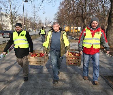 Warszawa. Plac w centrum utonął w jabłkach