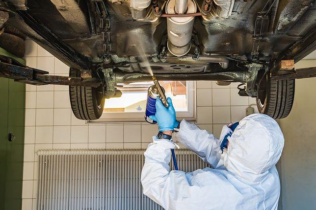 """Coraz mniej miejsc, gdzie naprawisz samochód. """"Kończy się czas garażowych warsztatów"""""""