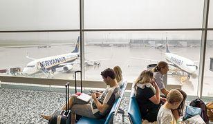 Sezon wakacyjny w pełni, są problemy z punktualnością lotów. Korzystają na tym kancelarie prawne