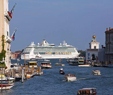 W starej części Wenecji trudno spotkać miejscowego. Większość ludzi to turyści