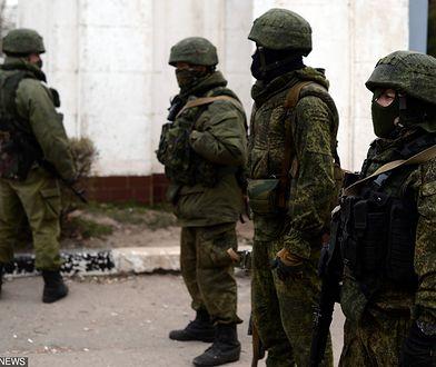 Oddziały w mundurach bez oznaczeń w marciu 2014 r. pomogły Rosji opanować Półwysep Krymski