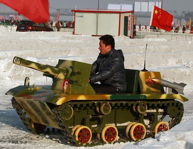 """Chińscy żołnierze """"wyrośli"""" ze swoich czołgów - szykuje się wielka reforma"""