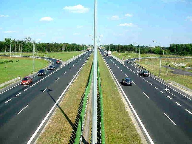 Otwarto pierwsze wiadukty nad budowaną autostradą A2