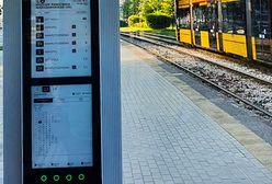 Warszawa. Elektroniczny rozkład jazdy nigdy nie skłamie. Chmura prześle dane na e-papier