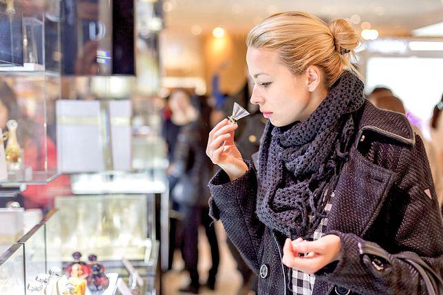 Kupujesz perfumy pod choinkę? Uważaj, rynek zalewa fala podróbek