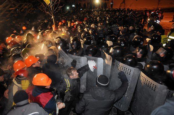 Starcie protestujących z milicją