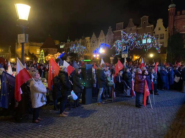 Gdańsk. Mieszkańcy miasta oddają hołd Pawłowi Adamowiczowi