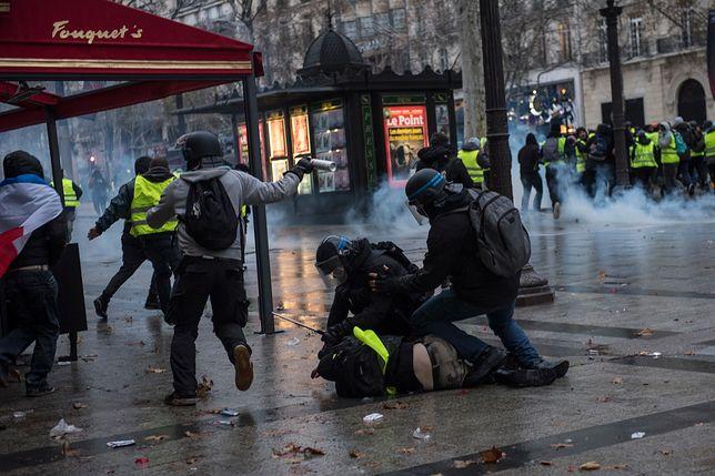 Oddziały policji pacyfikują demonstrantów