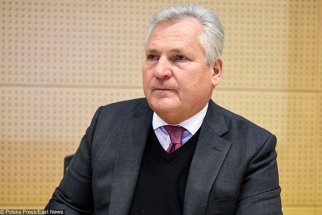 Aleksander Kwaśniewski uważa, że politycy powinni zarabiać więcej