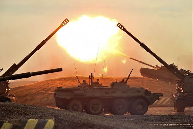 """Rosja będzie produkowała """"czołgi zamiast masła"""". Putin tnie wydatki w sferze cywilnej, by zachować tempo modernizacji armii. Cena jest wysoka, ale i tak może okazać się niewystarczająca"""