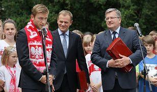Prezydent Bronisław Komorowski, premier Donald Tusk, kapitan reprezentacji Polski Jakub Błaszczykowski podczas uroczystości zakończenia turnieju Euro 2012 w Pałacu Prezydenckim w Warszawie