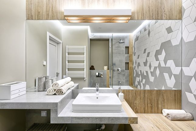 Do oświetlenia łazienki możemy użyć żarówek tradycyjnych, świetlówek lub lamp ledowych