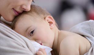 WHO zaleca karmienie piersią minimum do 6. miesiąca życia.