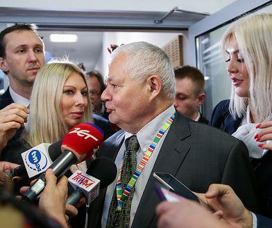 Adam Glapiński ze swoimi współpracownicami – Martyną Wojciechowską i Kamilą Sukiennik