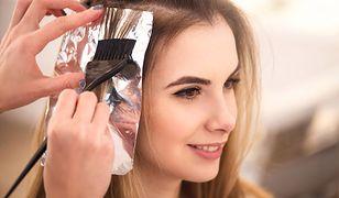 Niechirurgiczne uzupełnianie włosów to przede wszystkim zagęszczanie na siateczce i metoda injection