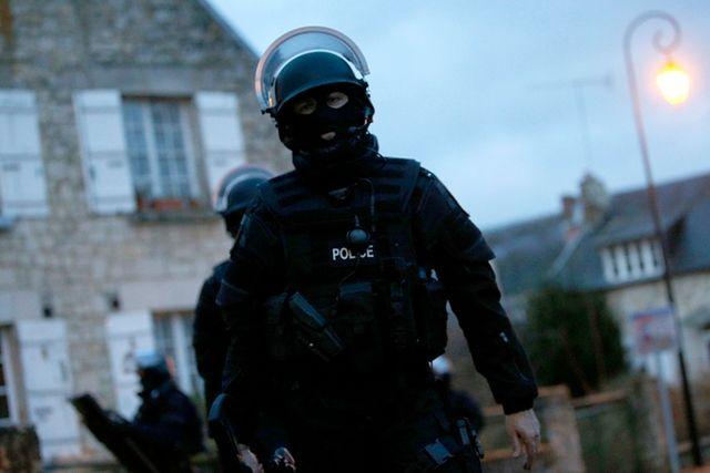 Policjanci przeczesują Longpont