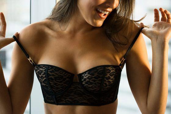 Posiadaczki drobnych piersi mają lepiej?