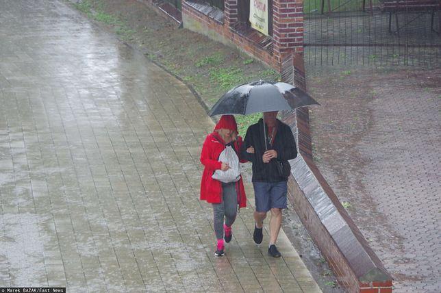 Pogoda na majówkę pod parasolem