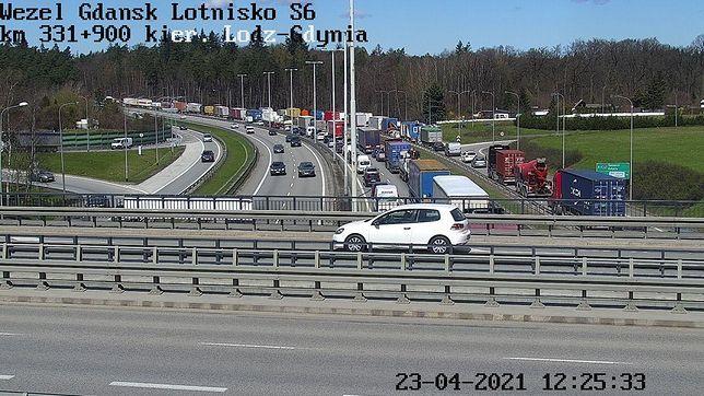 Gdańsk. Spore utrudnienia na Obwodnicy Trójmiasta - na trasie S6 zderzyło się 6 aut osobowych