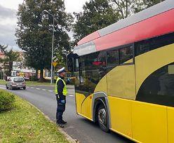 Kierowca autobusu szkolnego wiózł dzieci. Miał 1,6 promila alkoholu