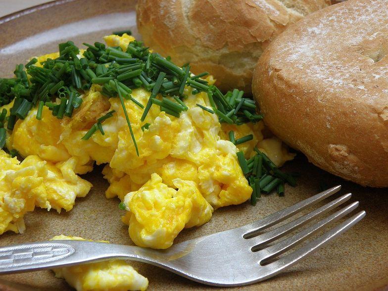 Przepis na idealną jajecznicę. Zdradził go Gordon Ramsay