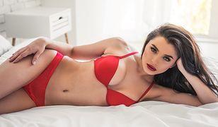 Czerwona bielizna doskonale sprawdza się w sytuacjach intymnych