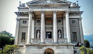 Tempio Voltiano to piękny neoklasycystyczny budynek, w którym znajdują się sprzęty używane przez A. Voltę