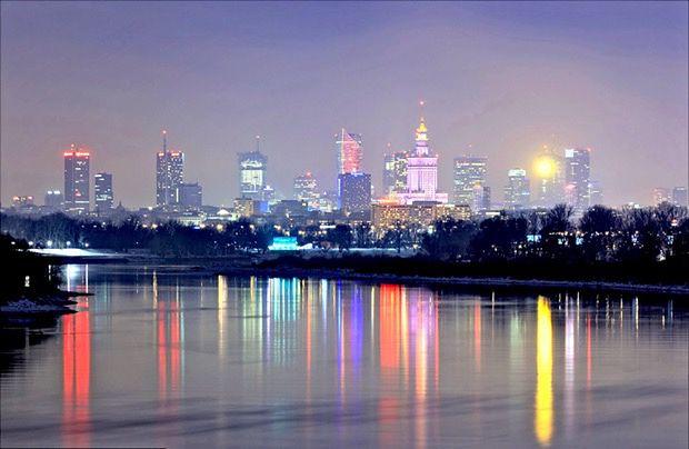 """Miłość i śmierć w wielkim mieście. Tylko u nas przeczytaj fragment książki """"Hotel Varsovie"""" Sylwii Zientek"""