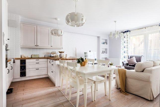 Mały stół na miarę niedużego mieszkania