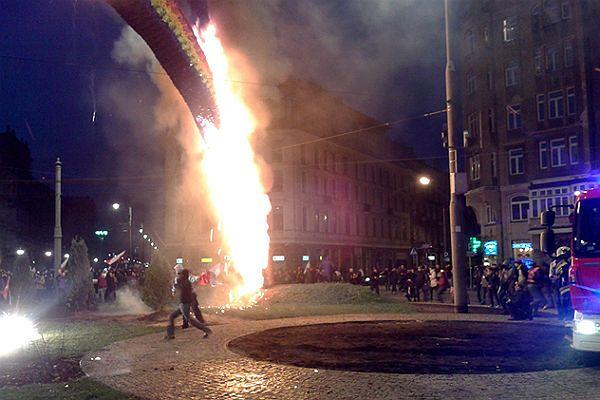 """Julita Wójcik, autorka """"Tęczy"""": Tęcza, zwłaszcza ta spalona, ma być symbolem opamiętania"""