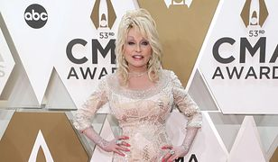 Kiczowata Dolly Parton ma już 73 lata