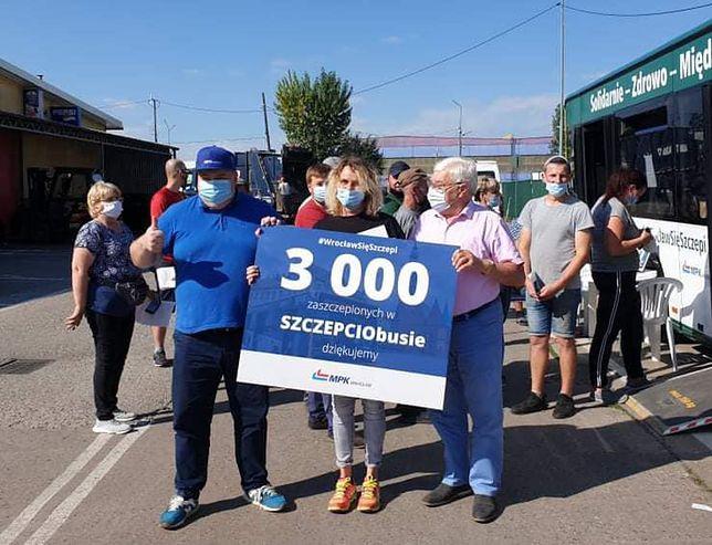 SZCZEPCIObus sukcesem! Już ponad 3 tys. osób przyjęło szczepionkę przeciwko COVID-19