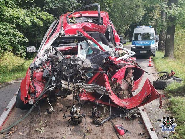 Kolejny wypadek śmiertelny w regionie. Nie żyje 22-letni kierowca BMW