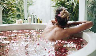 Kąpiel jak z bajki. Co warto wrzucić do wanny, żeby zadbać o skórę?