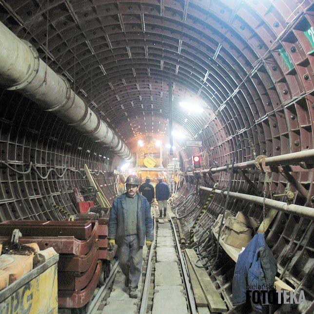 Warszawa. Każdy etap rozwoju stołecznego metra to ciekawa historia. Rozwija się etapami. Trzynaście lat temu powstawał odcinek bielański