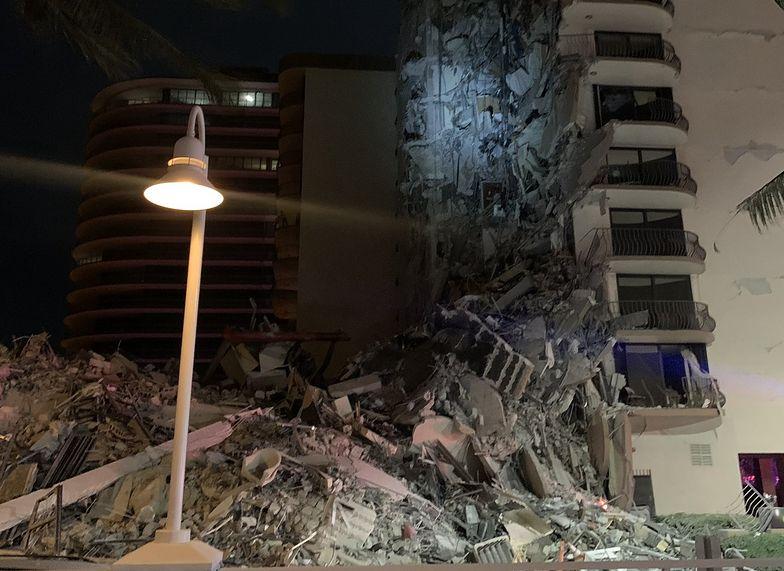 Na Florydzie zawalił się 12-piętrowy budynek. Strażacy wyciągają ofiary spod gruzów