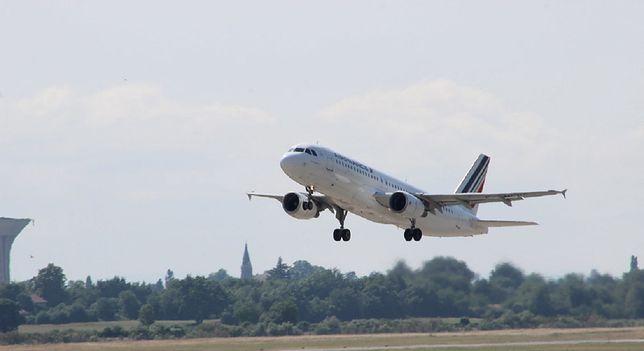 Air France wznawia loty do Polski. Co na to rodacy? Nowe badanie potwierdza kryzys w branży