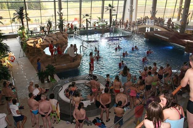 Nie można uczyć pływania znajomych na basenie? To nie jest wymysł tylko Tarnowskich Term