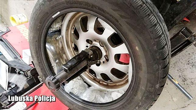Kostrzyn nad Odrą. Policjanci znaleźli narkotyki ukryte w kołach samochodu