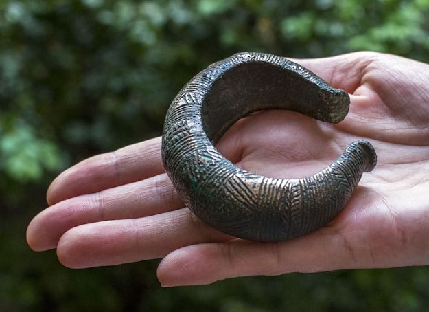 Odnalazł bransoletkę sprzed 3500 lat. Może trafić do więzienia