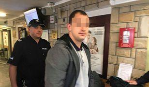 Łukasz W. doprowadzany na salę sądową w Siedlcach