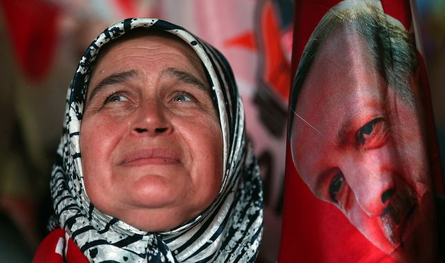 Zwolenniczka prezydenta Erdogana świętuje jego sukces wyborczy