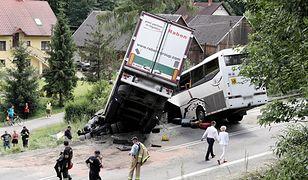Ciężarówka i autokar zderzyły się czołowo w Tenczynie na zakopiance