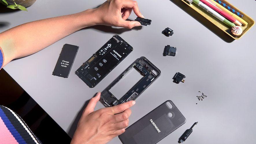 Fairphone 3. Rozbierzesz go w kilka minut, ale czy jest wart tej ceny?