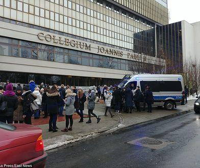 KUL: kolejny alarm bombowy na uczelni. Trwa ewakuacja studentów i pracowników