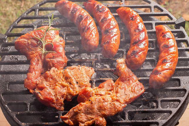 Dyspensa na majówkę. Polscy biskupi pozwalają jeść mięso