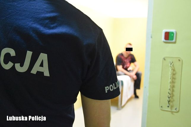 Żartowniś trafił do pomieszczenia dla osób zatrzymanych w Komendzie Miejskiej Policji w Zielonej Górze