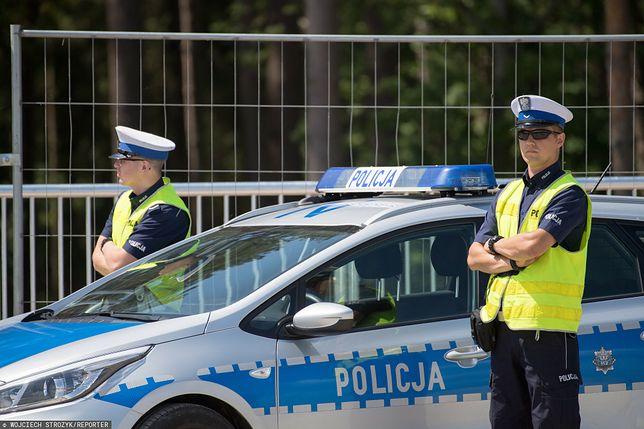 Policja bada sprawę poniszczonych aut na warszawskiej Białołęce